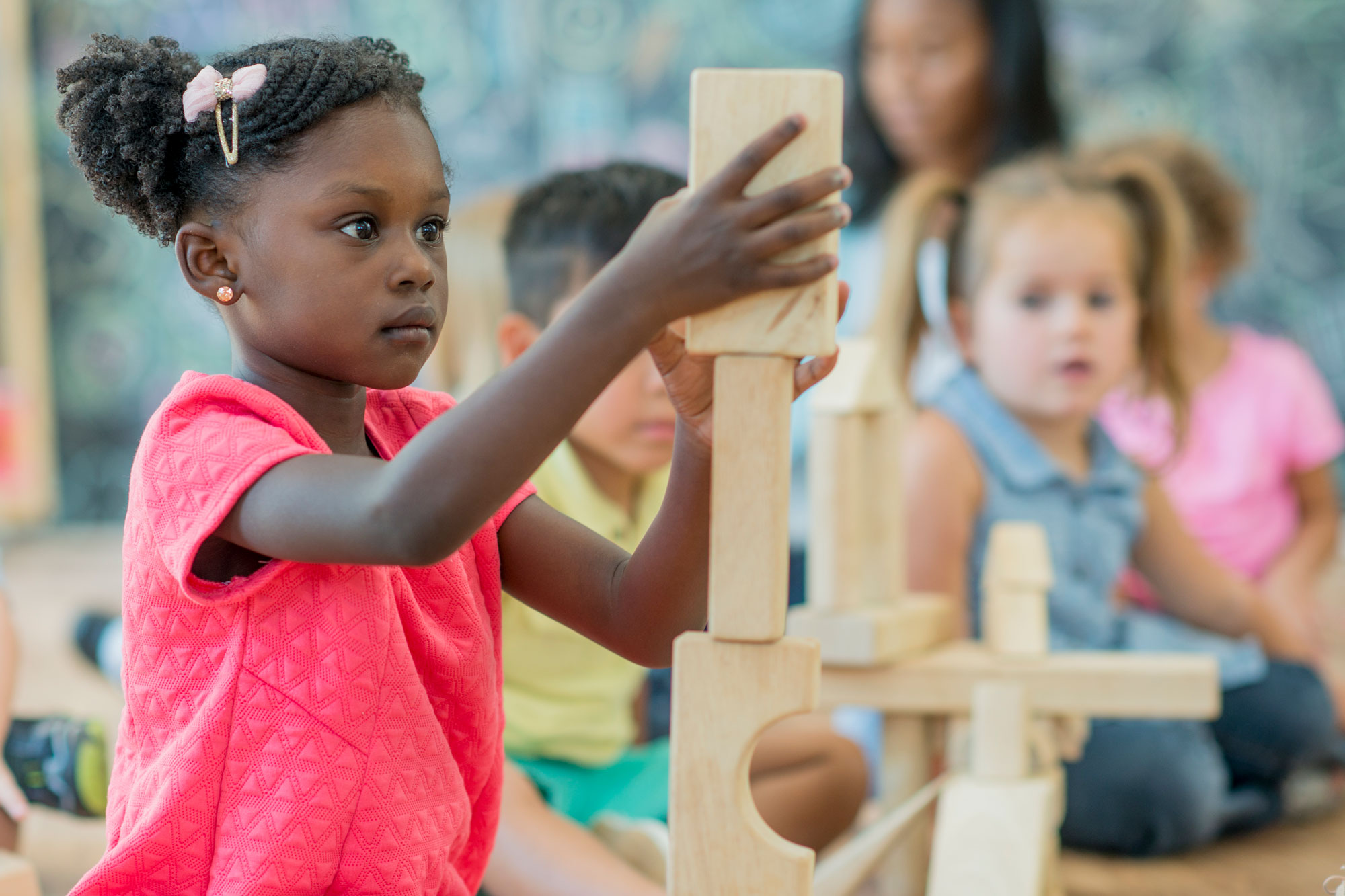 A girl plays with building blocks.