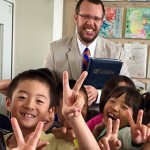 Jon Mundorf with Japanese school children