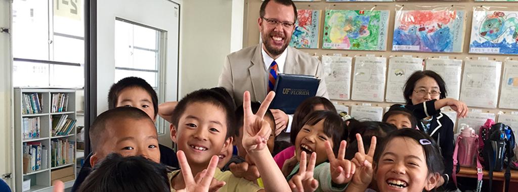 Jon Mundorf with Japanese school children